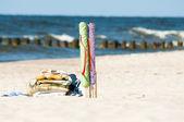 Textilní pláž větrolam a ručníky — Stock fotografie