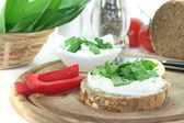 Cottage cheese bread with wild garlic — Stock Photo