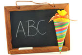 Cones de escola com conselho escolar — Fotografia Stock