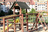 Leeren spielplatz und sonnigen tag — Stockfoto