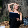 The young nice girl with the laptop in park — Stock Photo