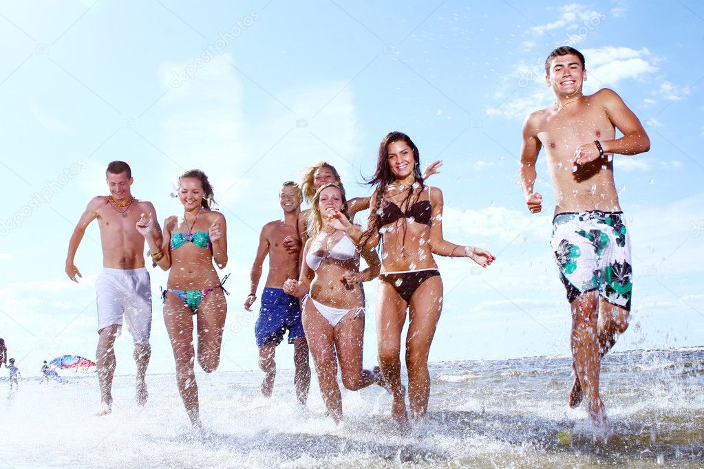 Happy teenagers playing in the sea — Stock Photo #3557451