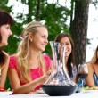 Group of beautiful girls drinking wine — Stock fotografie