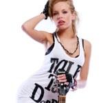 mulher jovem sexy com guitarra — Foto Stock