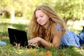 Dívka s notebookem — Stock fotografie