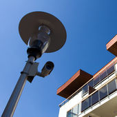 New homes and security camera on lamp — ストック写真