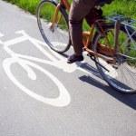 vrouw fiets naar het werk — Stockfoto