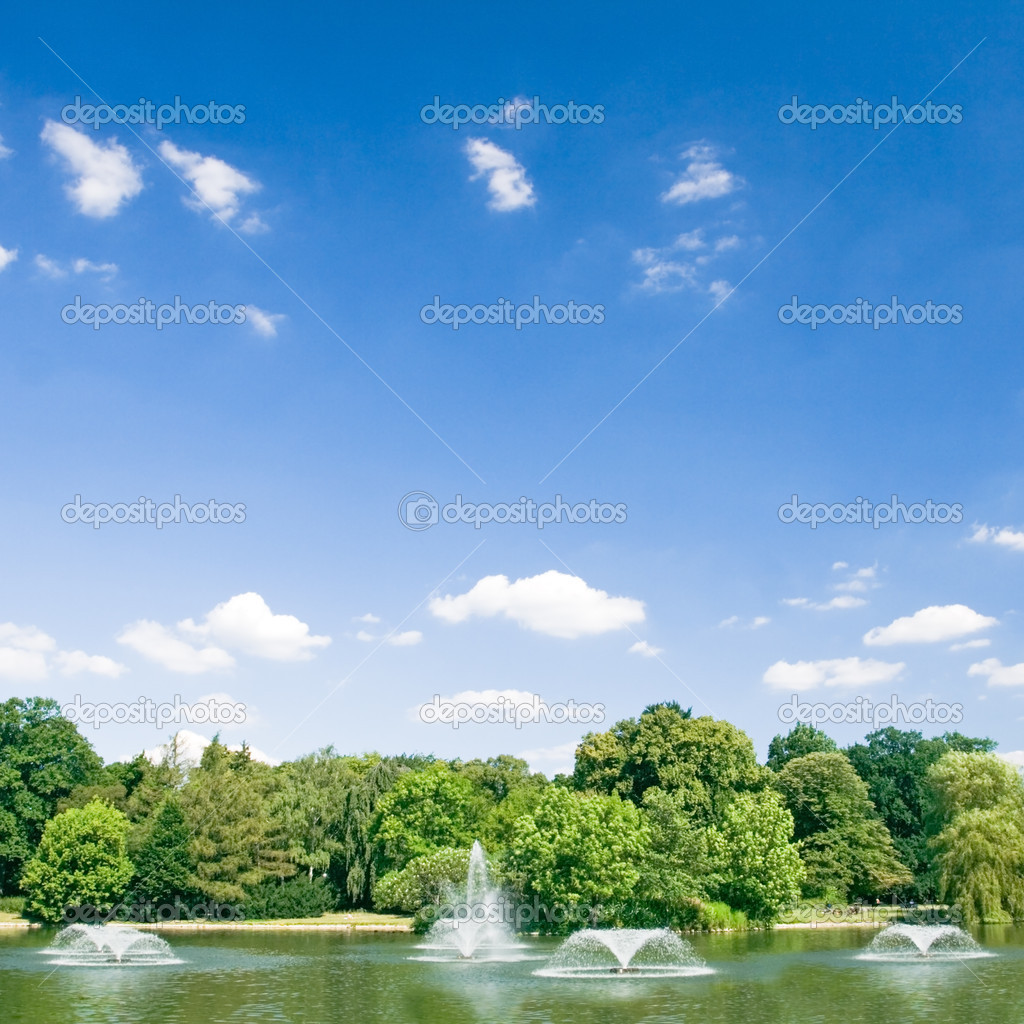 Summer in park with pond and fountains over blue sky — Stock Photo #3501923