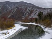 Rivière de la taïga dans le début de l'hiver — Photo