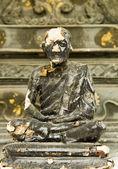 Väderbitna munk staty — Stockfoto