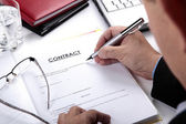 Businessman signing Contract — Stock Photo