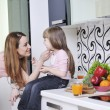 Happy daughter and mom in kitchen — 图库照片