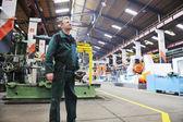 Trabalhadores na fábrica — Fotografia Stock