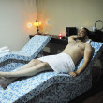 Man relaxing at spa — Stock Photo #3683350