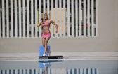 Fitness cvičení v bazénu — Stock fotografie