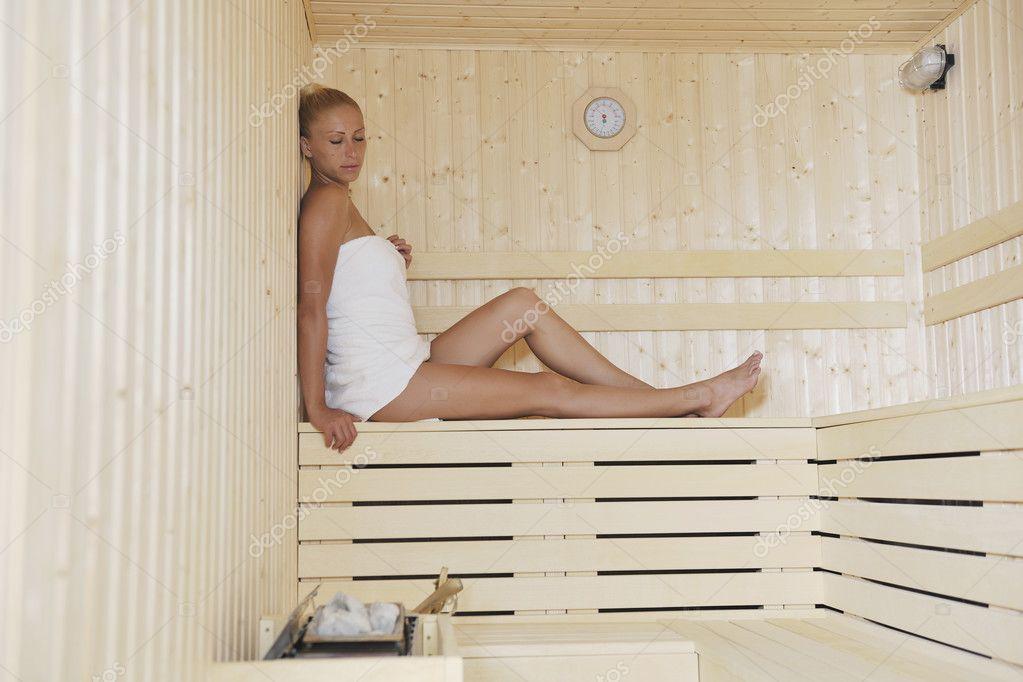 Красивая блондинка в сауне фото 137-161