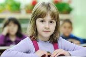 Ragazza felice scuola sulle classi di matematica — Foto Stock