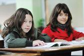 Lycklig skolflicka på math klasser — Stockfoto