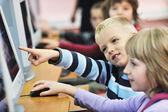 Het onderwijs met kinderen in school — Stockfoto