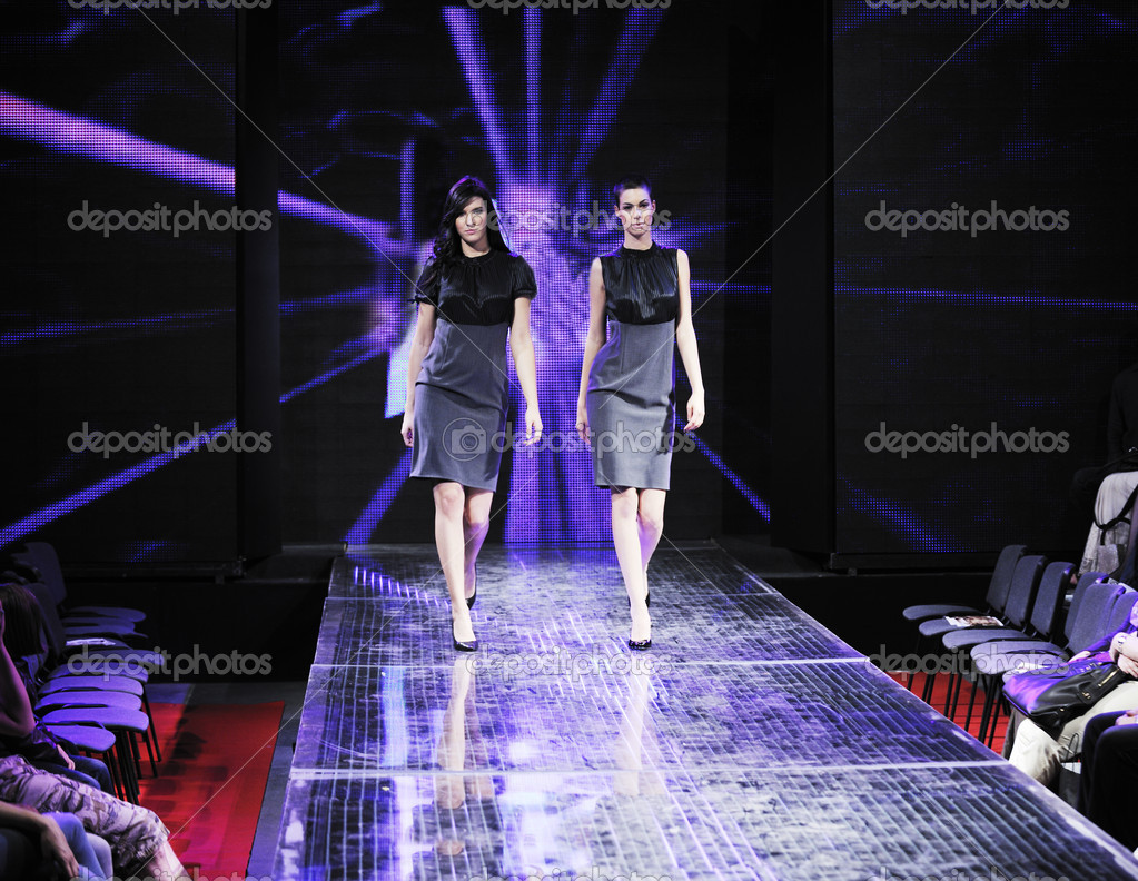 Beautiful young fashion model woman walking on fashion show event  — Stock Photo #4400481