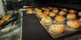 Brot werkseigenen produktionskontrolle — Stockfoto