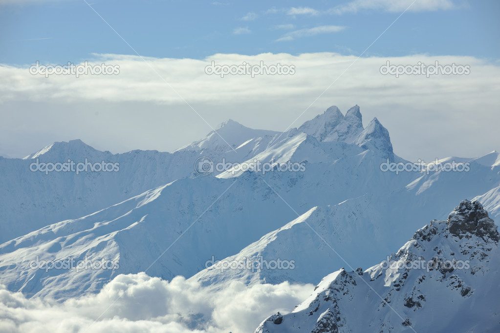 Mountain snow fresh sunset at ski resort in france val thorens  — Stock Photo #4714246