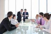 Grupp av företag vid möte — Stockfoto