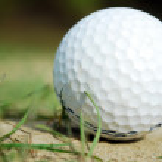pallina da golf vicino a verde — Foto Stock #2826751