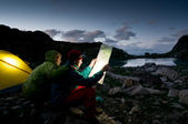 Couple camping at night — Stock Photo