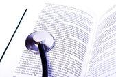 медицинская книга — Стоковое фото