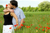 Loving couple sharing a pasionate kiss — Stock Photo