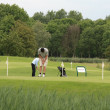 Golfer on chipping green — ストック写真