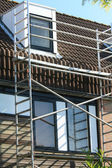 Scaffolding on a town house — Stock Photo