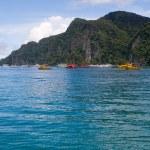 Boats on islands bay Phi Phi Thailand — Stock Photo #2960672