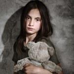 おもちゃで悲しい少女 — ストック写真