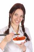 Mooie vrouw eten met stokjes — Stockfoto