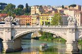 Ponte vittorio emanuele ii en roma, italia — Foto de Stock