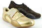 Gold und braun sneaker schuhe — Stockfoto