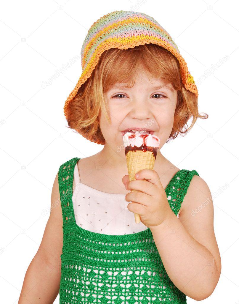 香草冰淇淋的小女孩– 图库图片