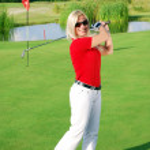 Beauty blonde girl play golf — Stock Photo