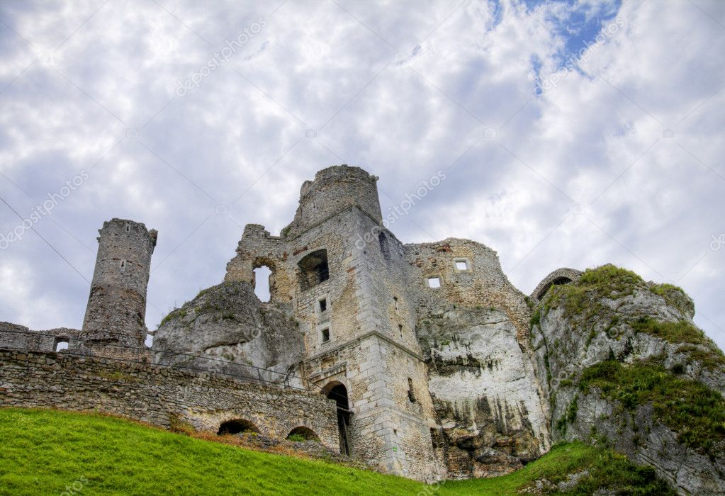 The old castle ruins of Ogrodzieniec fortifications, Poland. HDR image.  — Stock Photo #3536878