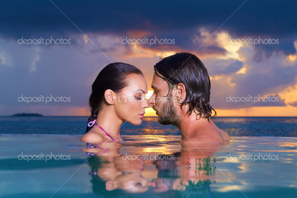 Romantic couple alone in infinity swimming pool — Stock Photo #3011153