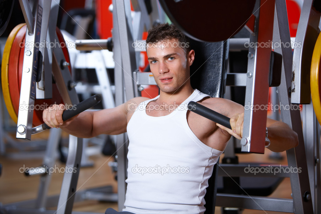 Handsome man at the gym doing exercises — Foto Stock #3376134
