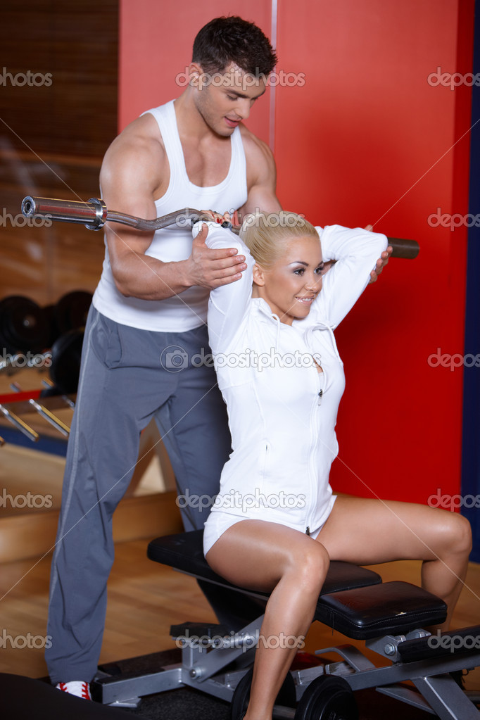 Sporty couple exercising at the gym — Stock Photo #3376169