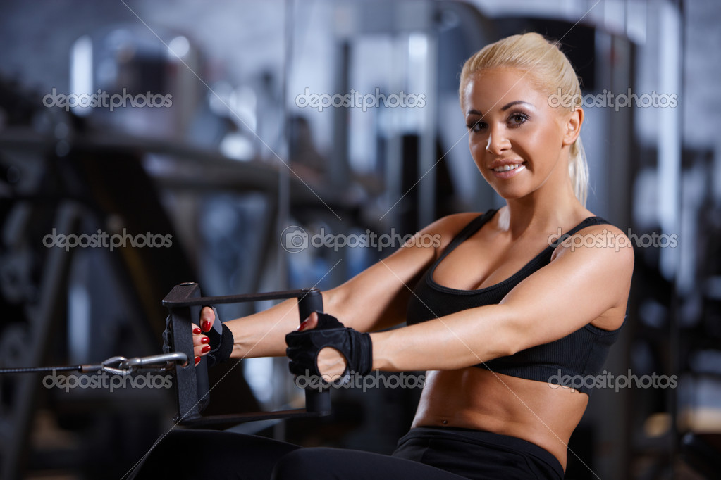 Beautiful woman exercising at the gym — Stock Photo #3376261