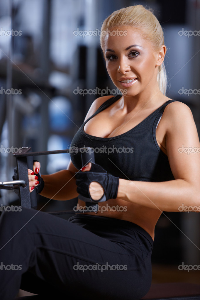 Beautiful woman exercising at the gym — Stock Photo #3376264