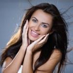 Retrato de mulher jovem e bonita — Foto Stock