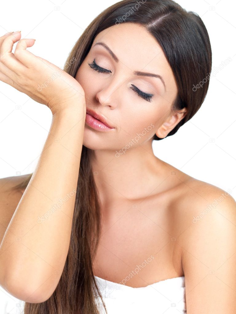 Portrait of beautiful woman she smells pefrume on her hand — Stok fotoğraf #3799767