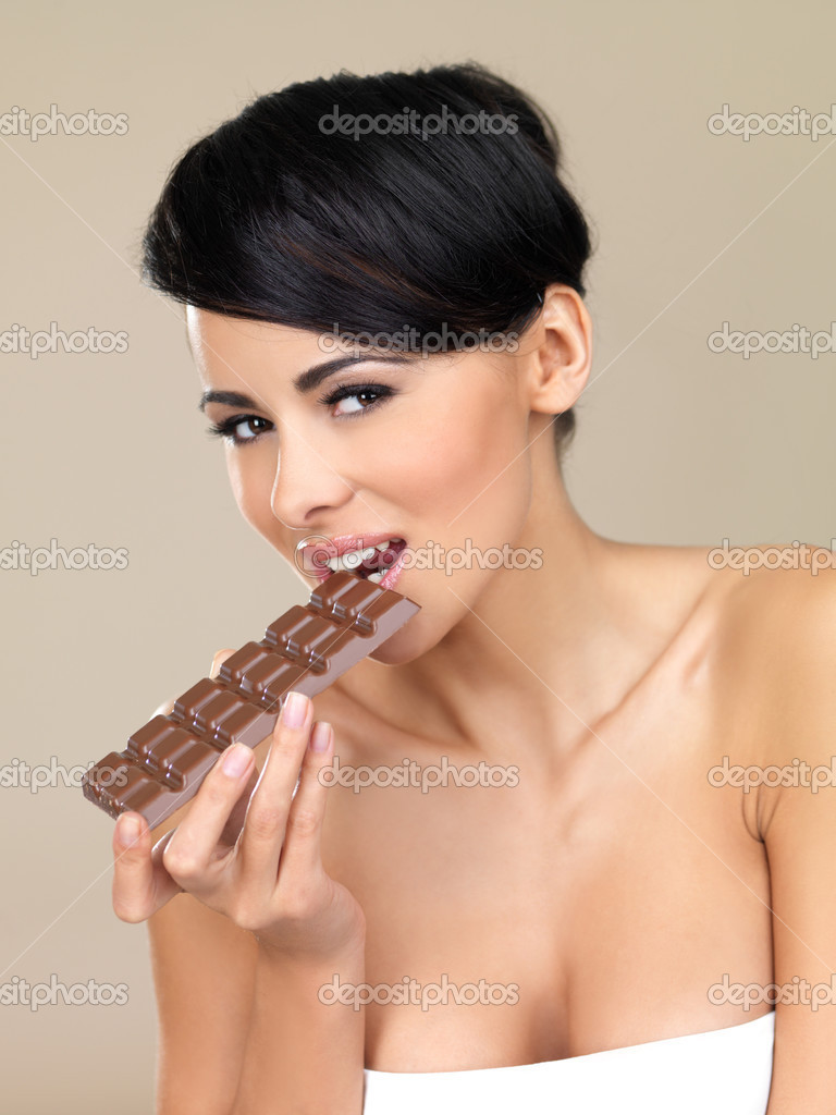 Portrait of beautiful woman, she holding chocolate bar — Stock Photo #3855342