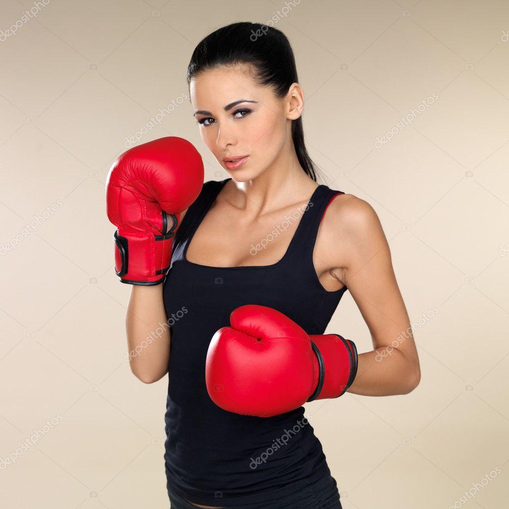 Фото брюнеток в боксерских перчатках 7 фотография